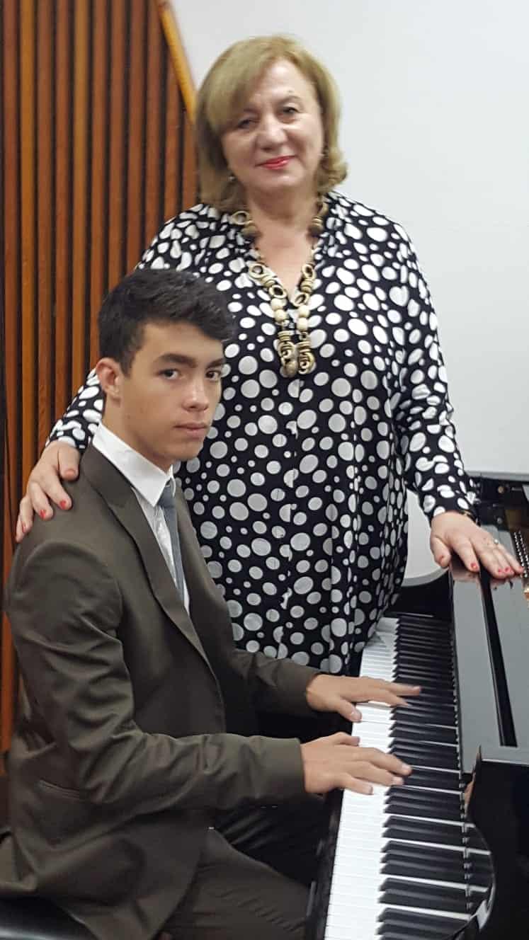 ליאור נגן פסנתר מבת ים
