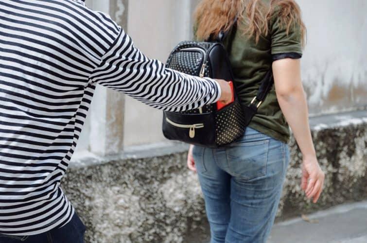 שודד טלפונים סלולריים בחולון נעצר