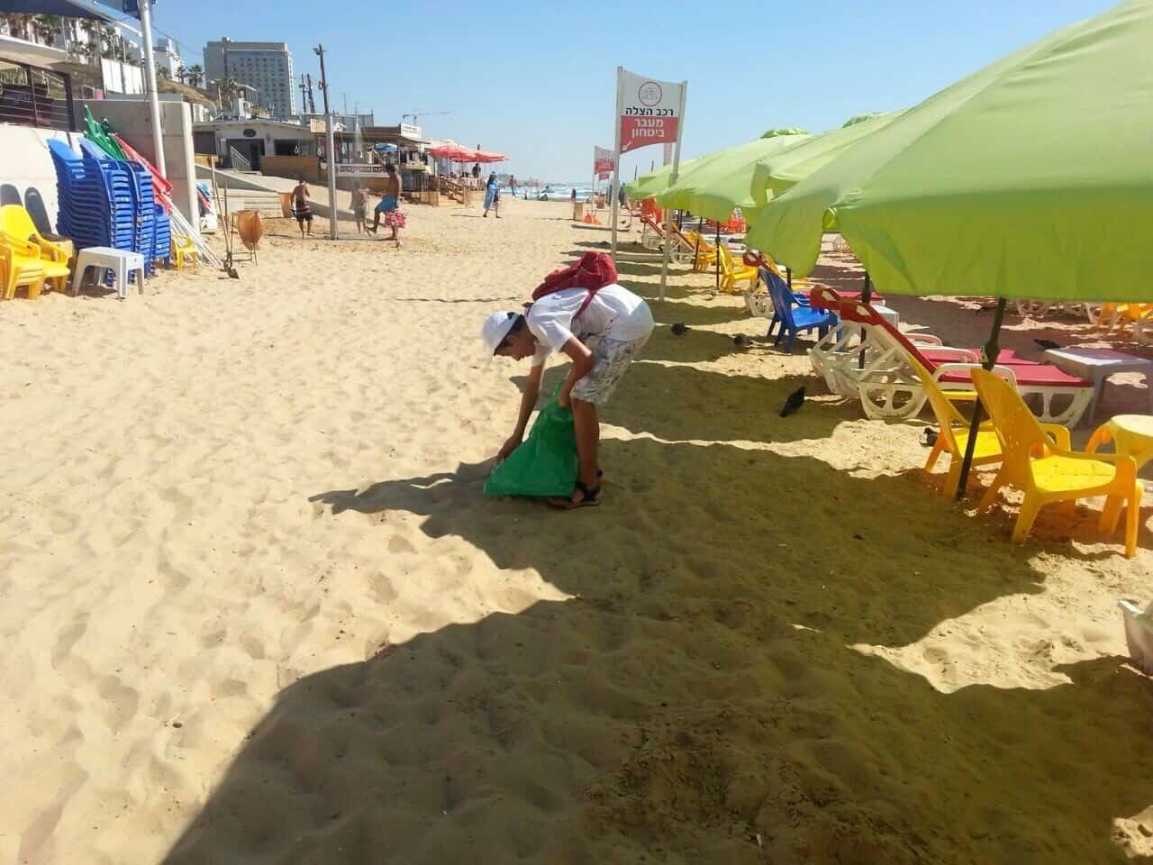נציג סיירת מרחב בפעילות בחוף, צילום: באדיבות דוברות עיריית בת ים