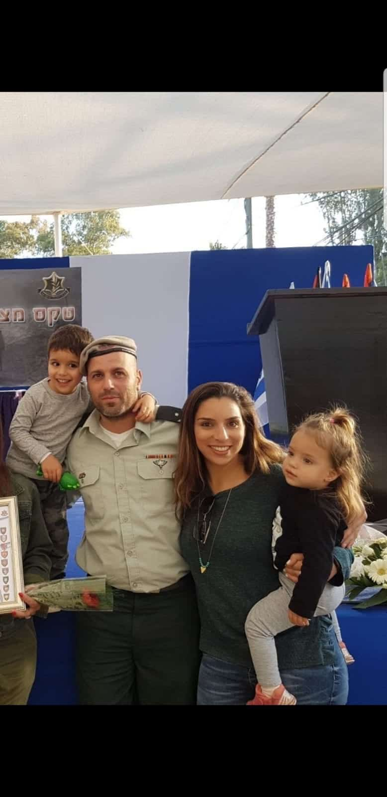 """צור אדיר עם המשפחה, צילום: באדיבות דובר צה""""ל"""