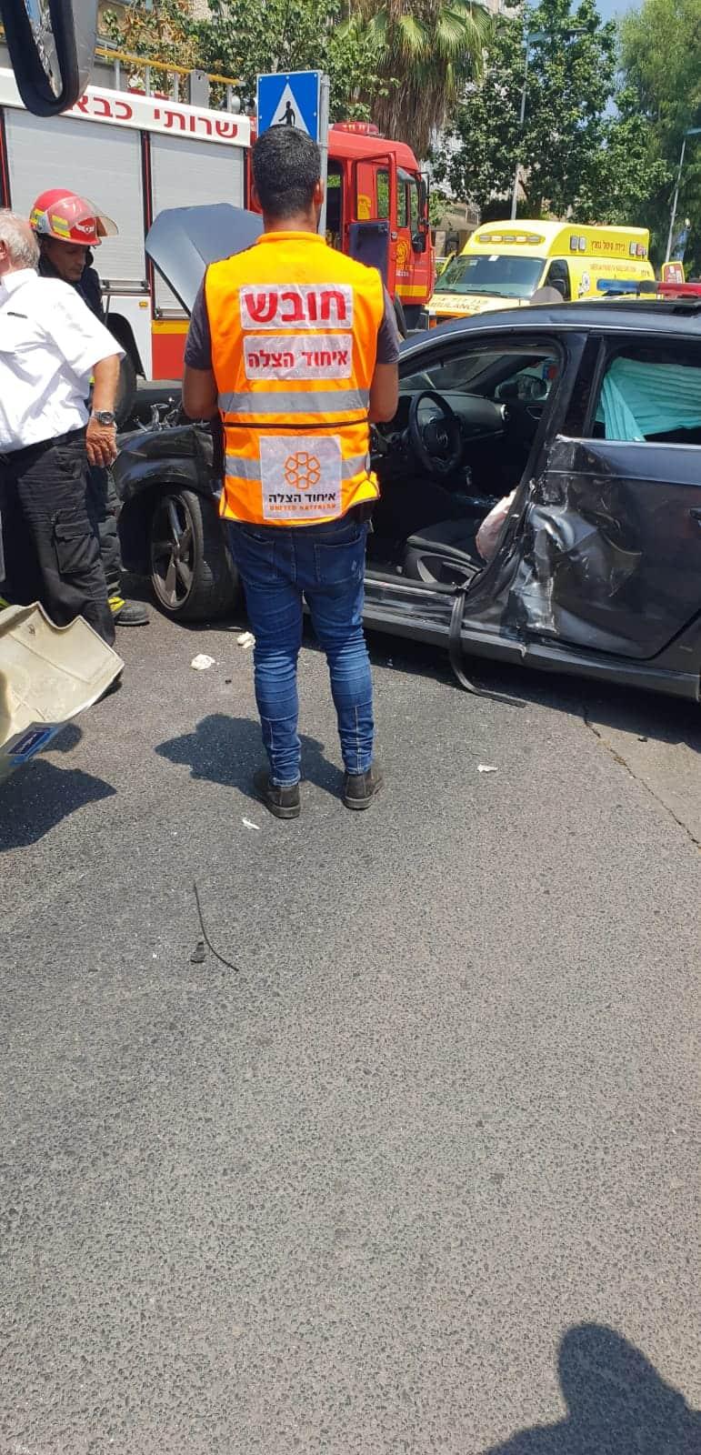 הנהגת חולצה מהרכב על ידי כוחות כיבוי, צילום: באדיבות דוברות איחוד הצלה