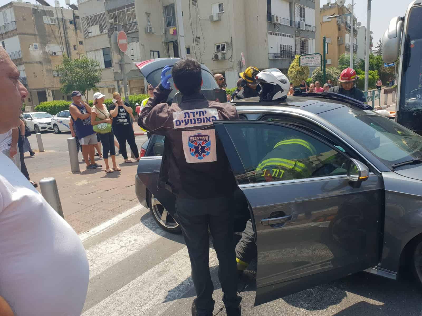 התאונה בפינת ז'בוטינסקי הבוקר, צילום: באדיבות דוברות איחוד הצלה