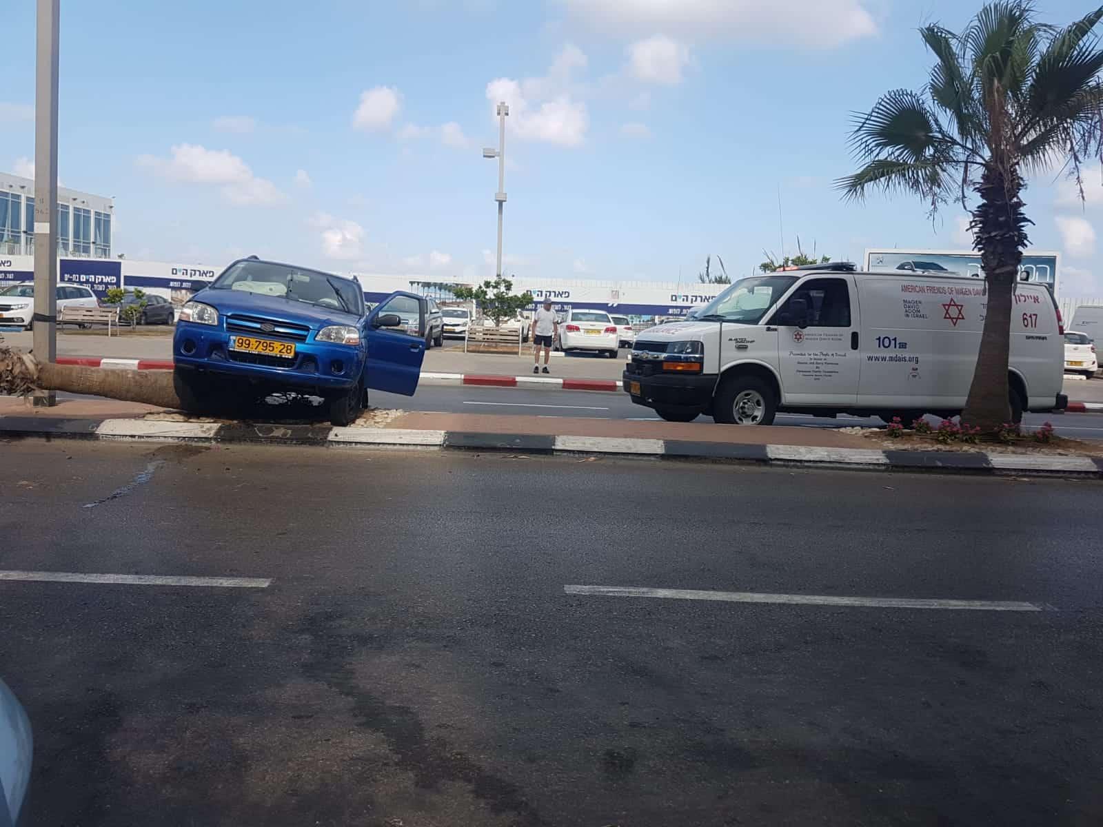 זירת התאונה ברחוב בן גוריון הבוקר, צילום: דוברות הצלה סניף חולון בת ים