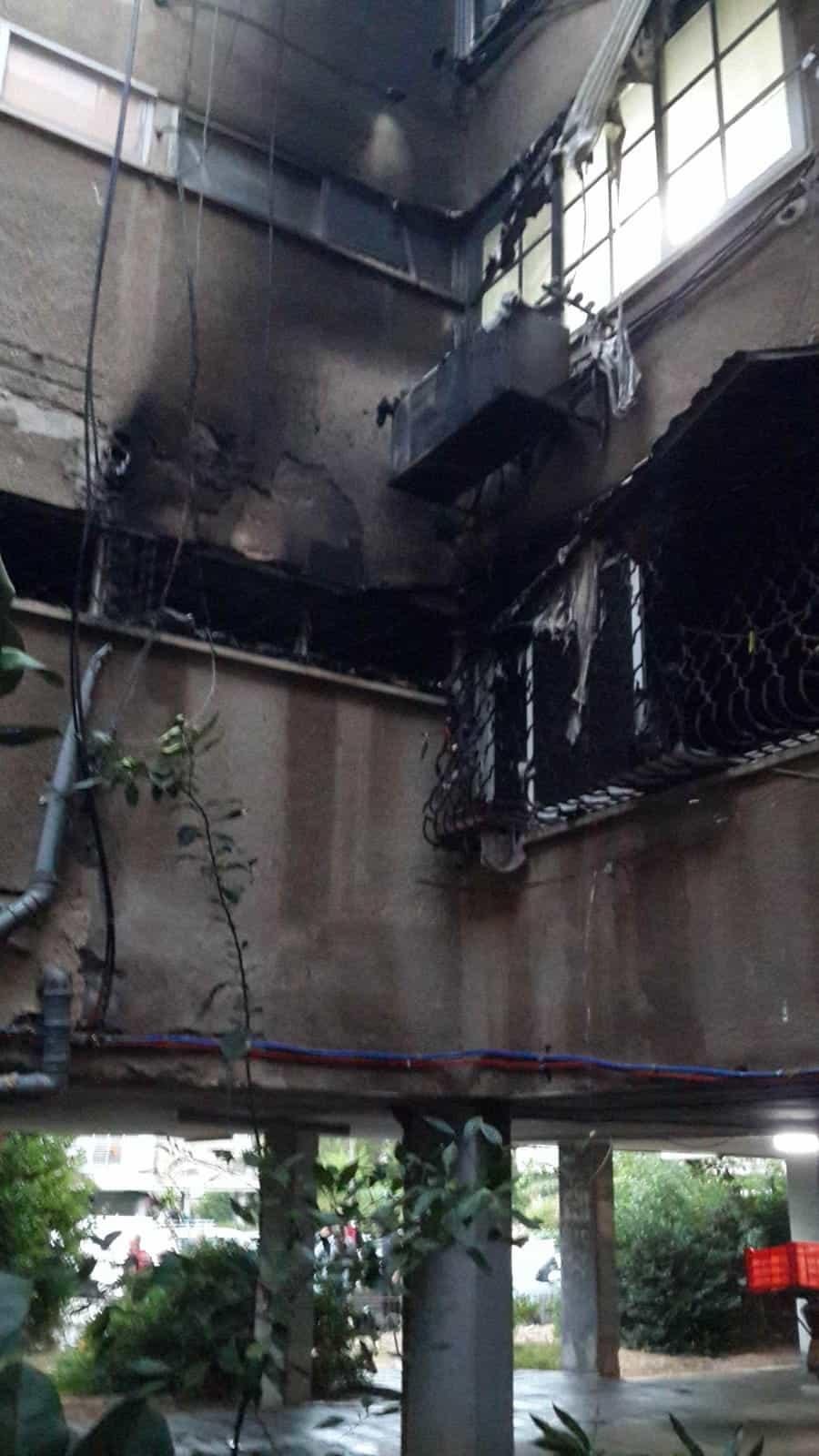 שריפה ברחוב הטייסים, צילום: באדיבות דוברות לוחמי האש חולון
